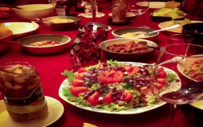 Istu joulun pöytään – kolme esseetä ruoasta