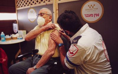 Päivittyvä artikkeli: Seuranta koronarokotusten tehosta Israelissa