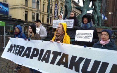 Kuntiin tarvitaan lisää mielenterveyspalveluja terveyskeskuksiin ja kouluihin – Helsingin Mieppi ja terapiatakuu näyttävät mallia